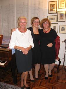 """La nostra Presidente Cristina, pianista e cantante lirica, on le due """"colleghe"""""""
