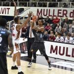 AQUILA BASKET: La Dolomiti Energia ferma anche Venezia, Umana battuta 65-57