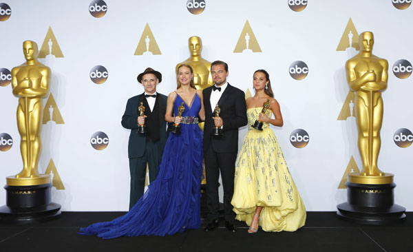 "Best supporting actor Mark Rylance, ""Bridge of Spies"", Best actress Brie Larson, ""Room"", best actor Leonardo DiCaprio, ""The Revenant"", and best supporting actress Alicia Vikander, ""The Danish Girl"", pose during the 88th Academy Awards in Hollywood, California February 28, 2016. REUTERS/Mike Blake - RTS8HG0"
