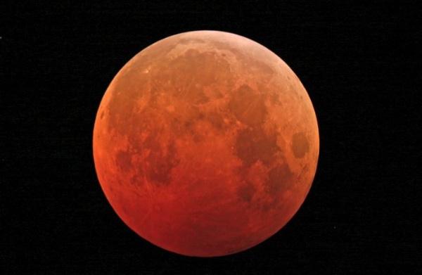Superluna rossa a Trento - fonte: centro meteo italiano