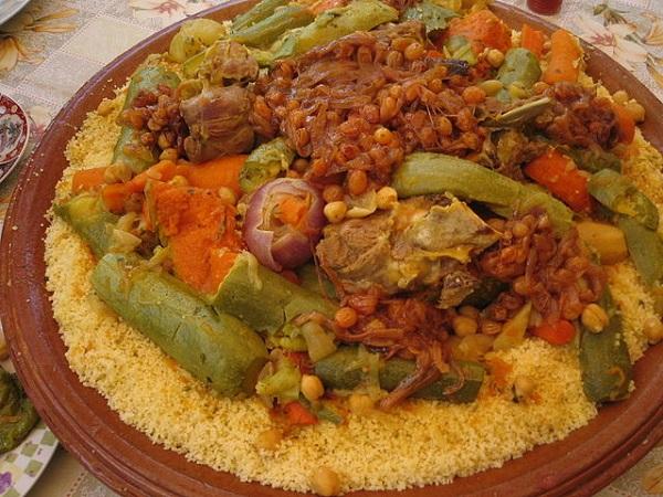 640px-MoroccanCouscous Autore: Khonsali Fonte: Wikimedia