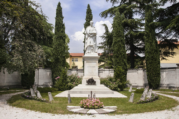 Rovereto monumento ad Antonio-Rosmini